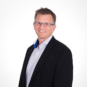 Profilbild von unserem Geschäftsführer Georg Hensch - Dieses mal mit anderem Hemd