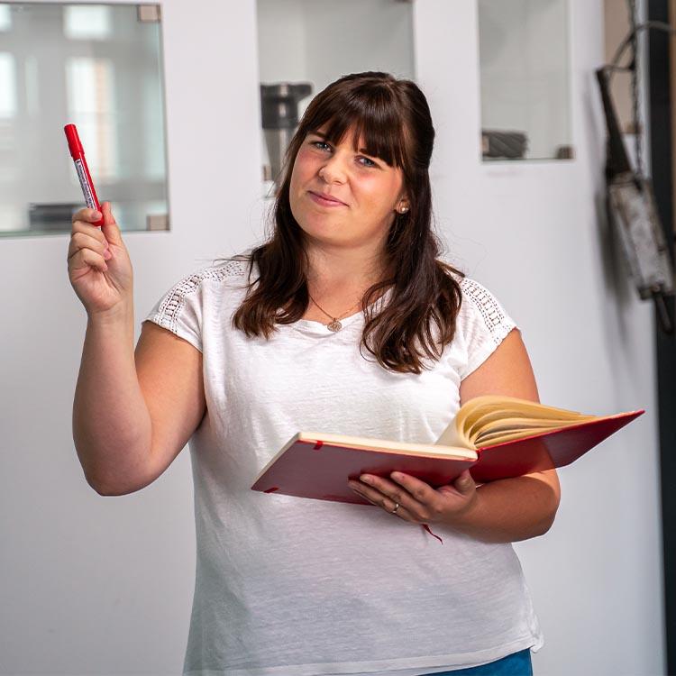 Primäres Mitarbeiterbild von unserem Online Marketing Manager - Franziska Gonschor