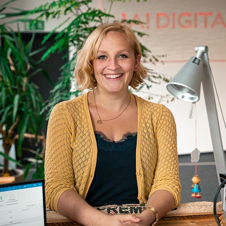 Primäres Mitarbeiterbild von unserem Project Manager - Marie Sassenhausen