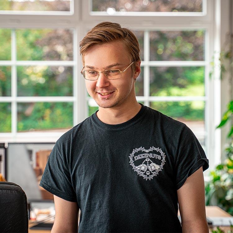 Primäres Mitarbeiterbild von unserem Media Designer - Patrick Schmitz